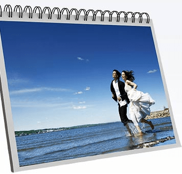 Bestellen: kostenloser Fotokalender - Ein Mann steht vor einem Computer - Bilderrahmen
