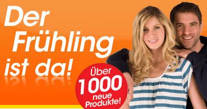 MandMdirect Markenmode Shop: 20% auf alles mit 60 € MBW - Eine Person, die ein Zeichen hält, das für die Kamera aufwirft - T-Shirt