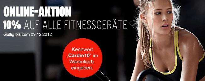 Karstadt: 10% auf Fitness Großgeräte - Eine Frau in einem schwarzen Hemd - Werbung