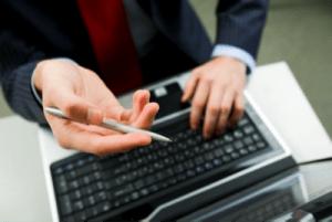 Finanzsoftware am Rechner aufgerufen